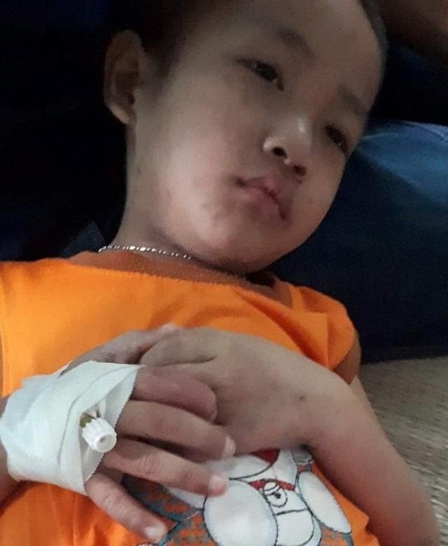 Nhìn em trai đau đớn, chị đòi nghỉ học đi làm kiếm tiền chữa bệnh cho em - 3