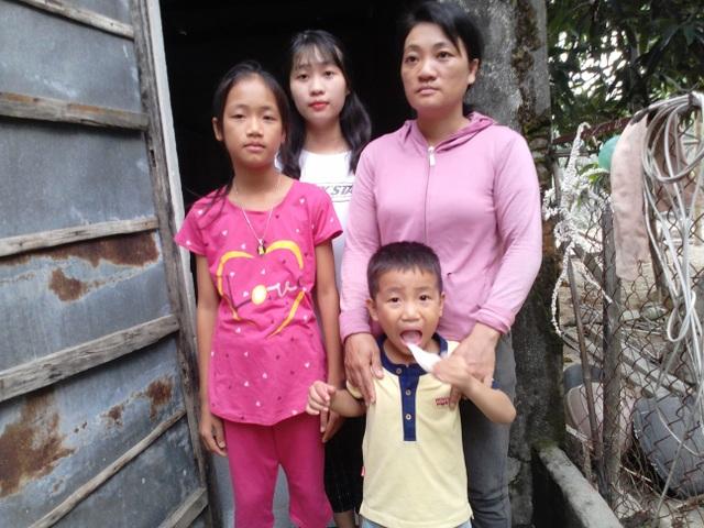 Nhìn em trai đau đớn, chị đòi nghỉ học đi làm kiếm tiền chữa bệnh cho em - 1