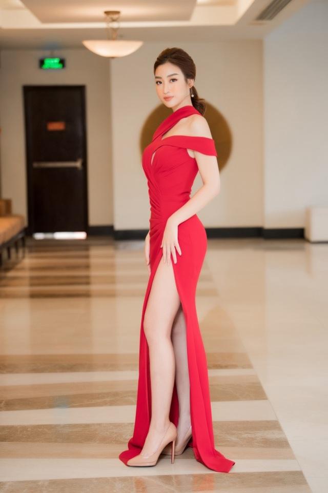 Á hậu Tường San được Đỗ Mỹ Linh, Huyền My chia sẻ trước thi Hoa hậu Quốc tế - 2