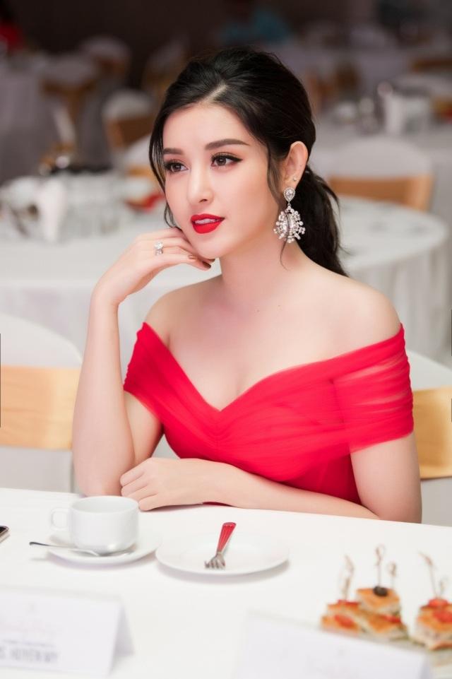 Á hậu Tường San được Đỗ Mỹ Linh, Huyền My chia sẻ trước thi Hoa hậu Quốc tế - 9