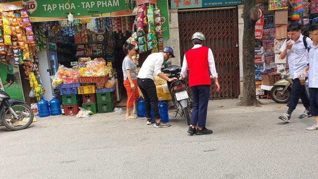 """""""Cháy hàng"""" nước đóng bình loại bình 20L, dân Hà Nội phải mua giá gấp 3 - 5"""