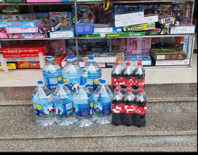 """""""Cháy hàng"""" nước đóng bình loại bình 20L, dân Hà Nội phải mua giá gấp 3 - 1"""