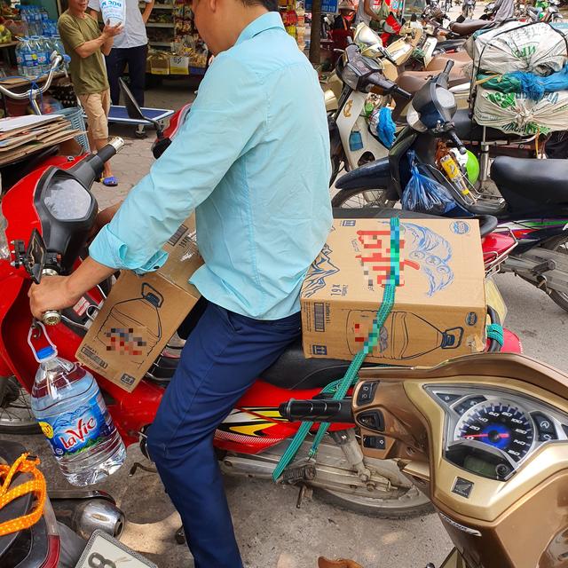 """""""Cháy hàng"""" nước đóng bình loại bình 20L, dân Hà Nội phải mua giá gấp 3 - 3"""