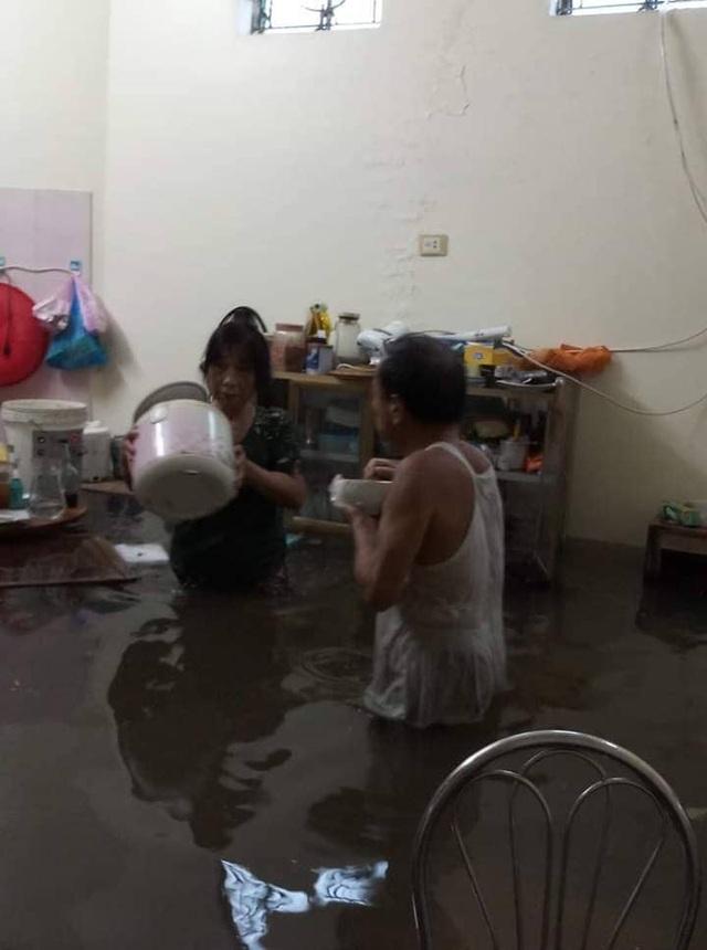 40 năm qua chưa từng chứng kiến trận ngập lụt kinh hoàng như thế - 15