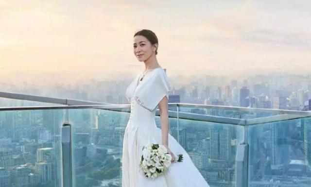 """""""Nhàn Phi"""" Xa Thi Mạn duyên dáng diện váy cưới dù không có chú rể - 14"""