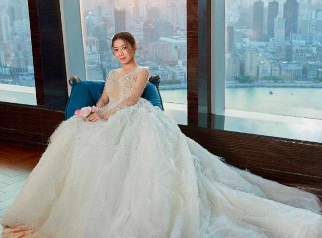 """""""Nhàn Phi"""" Xa Thi Mạn duyên dáng diện váy cưới dù không có chú rể - 13"""