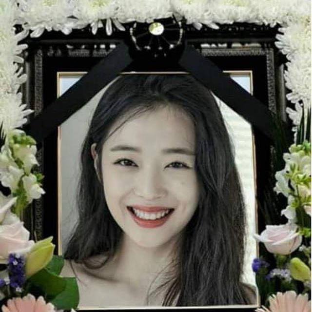 Nhóm TVXQ, thành viên nhóm f(x) vội vàng về Hàn Quốc dự tang lễ của Sulli - 2