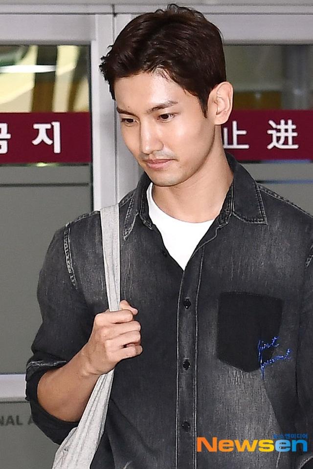 Nhóm TVXQ, thành viên nhóm f(x) vội vàng về Hàn Quốc dự tang lễ của Sulli - 3
