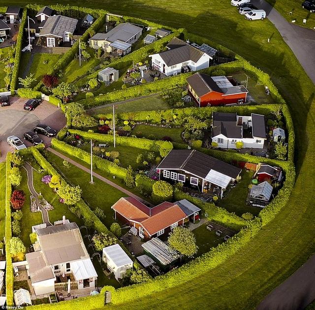 """Lạc vào ngôi làng tròn được quy hoạch tuyệt đẹp ngỡ như một """"nền văn minh ngoài hành tinh"""" - 3"""