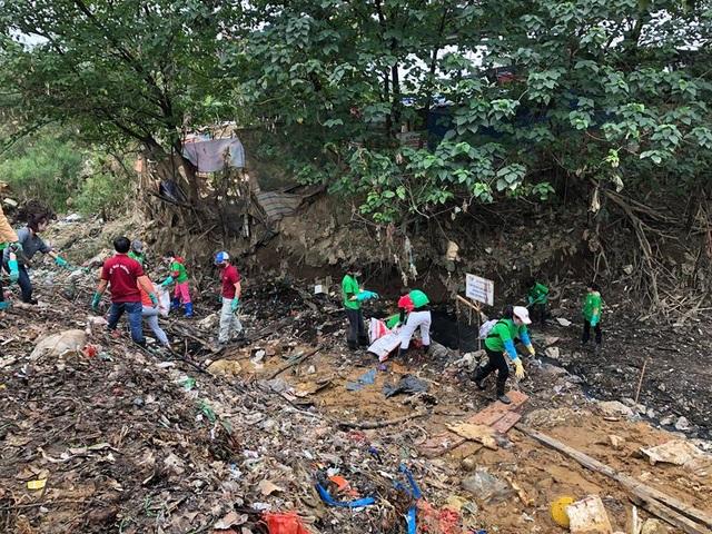 Ông Tây lội mương thối và hành trình 3 năm nhặt hàng nghìn tấn rác ở Hà Nội - 6
