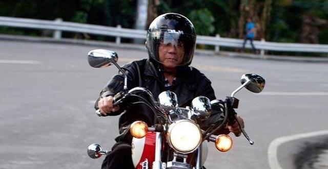 Tổng thống Philippines bị chấn thương vì ngã xe máy phân khối lớn - 1