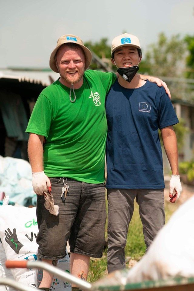 Ông Tây lội mương thối và hành trình 3 năm nhặt hàng nghìn tấn rác ở Hà Nội - 11