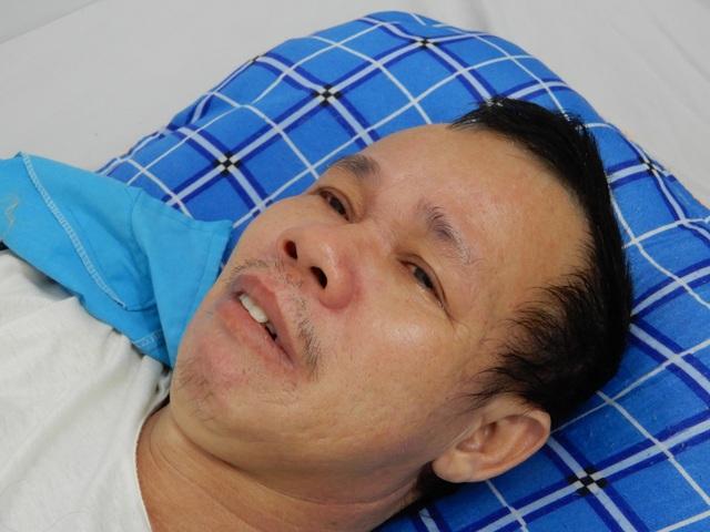 Người đàn ông bị cổng làng sập đè suýt chết, vợ đột quỵ khi chăm chồng - 6
