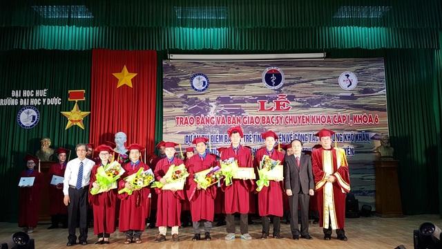 Bộ trưởng Y tế bàn giao thêm 27 bác sĩ trẻ về vùng sâu miền Trung  Tây Nguyên - 2