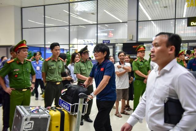 Đội tuyển Việt Nam về tới Hà Nội sau trận đại thắng Indonesia - 11