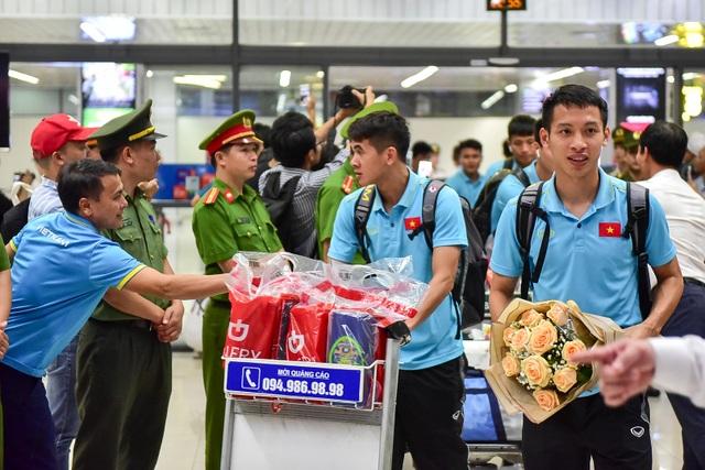 Đội tuyển Việt Nam về tới Hà Nội sau trận đại thắng Indonesia - 7