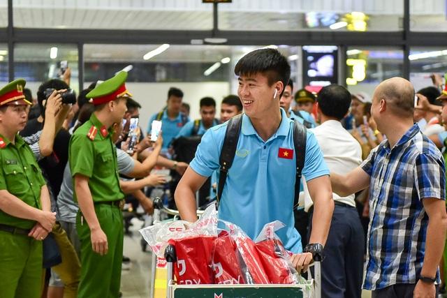 Đội tuyển Việt Nam về tới Hà Nội sau trận đại thắng Indonesia - 5