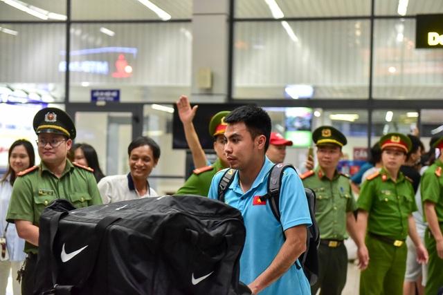 Đội tuyển Việt Nam về tới Hà Nội sau trận đại thắng Indonesia - 10