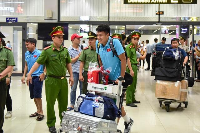 Đội tuyển Việt Nam về tới Hà Nội sau trận đại thắng Indonesia - 9