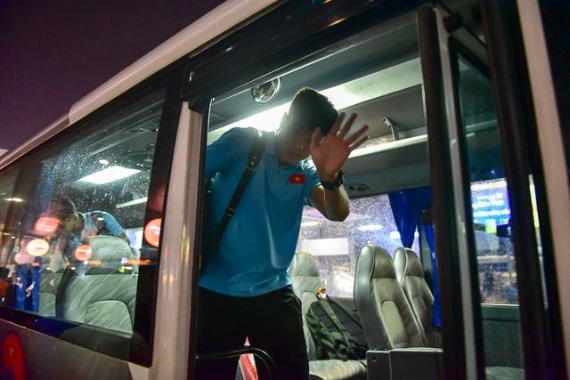 Đội tuyển Việt Nam về tới Hà Nội sau trận đại thắng Indonesia - 13