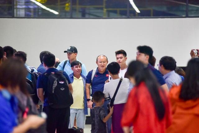 Đội tuyển Việt Nam về tới Hà Nội sau trận đại thắng Indonesia - 2