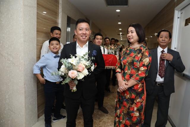 Ông xã Giang Hồng Ngọc vượt thử thách hít đất 50 lần để được đón dâu - 5