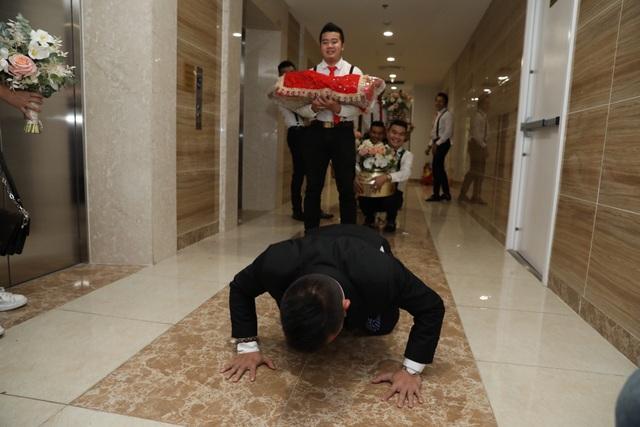 Ông xã Giang Hồng Ngọc vượt thử thách hít đất 50 lần để được đón dâu - 6