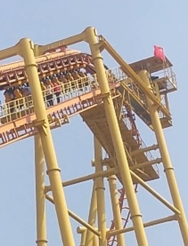 Hành khách lộn ngược đầu, treo lơ lửng ở độ cao 60m vì sự cố mất điện - 2