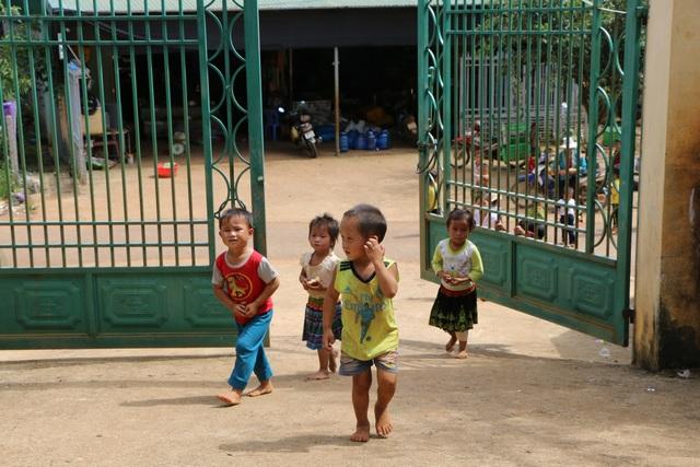Sợ trò thất học, 8 cô giáo trẻ tình nguyện đứng lớp không lương - 1