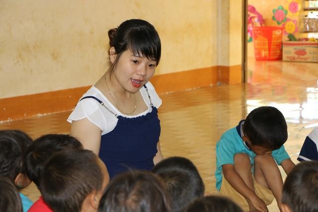Sợ trò thất học, 8 cô giáo trẻ tình nguyện đứng lớp không lương - 6