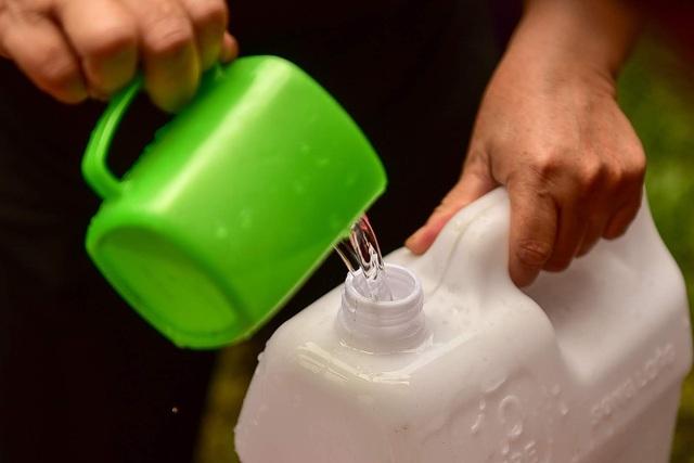 Dậy sớm xếp hàng, cư dân chung cư cao cấp vẫn khóc ròng vì hụt nước sạch - 17