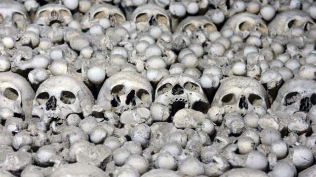 """Nhà thờ xương người cấm chụp selfie vì sợ những hộp sọ bị """"cưỡng hôn"""" - 5"""