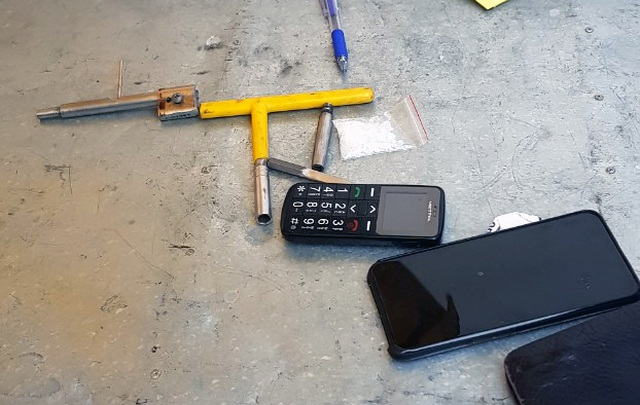 Đạo chích thủ súng bút trong người, bị cảnh sát 141 bắt giữ - 2