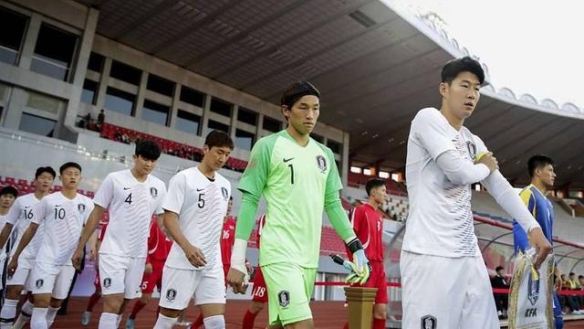 Bầu không khí như đi đánh trận trong trận bóng đá kỳ lạ giữa 2 miền Triều Tiên - 1