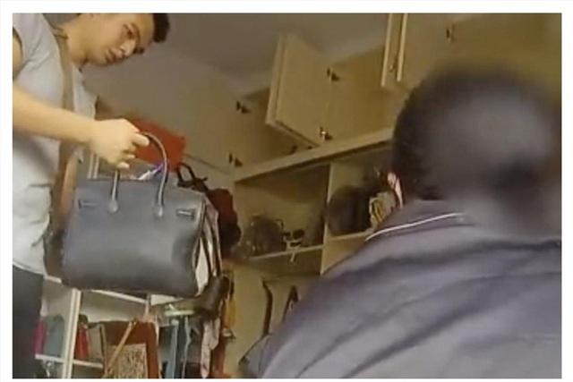 Mẹ già mang túi Louis Vuitton đi chợ mua thịt lợn, con gái bị bắt giam - 1