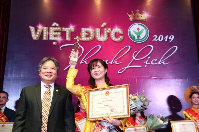 Lần đầu nhân viên y tế Bệnh viện Việt Đức thi người đẹp thanh lịch - 2