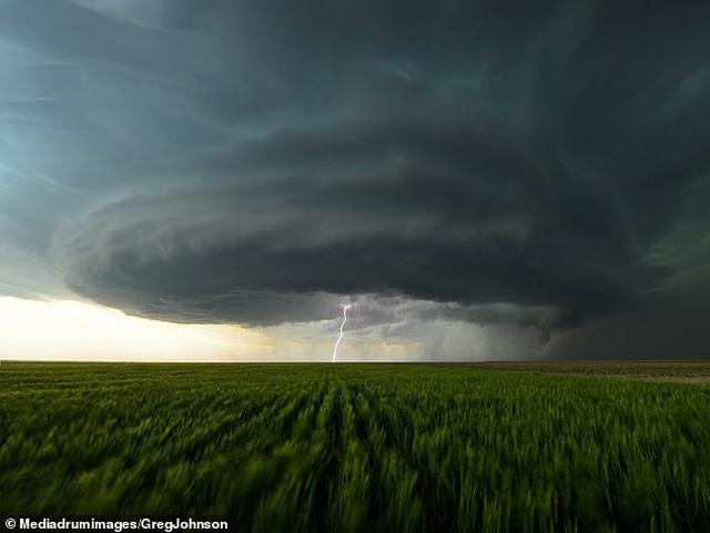 """Những hình ảnh ngoạn mục của một """"người đi săn bão"""" - 4"""