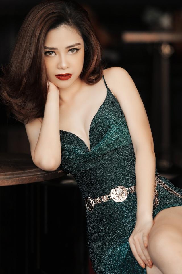 Dương Hoàng Yến diện váy sexy, khoe lưng trần gợi cảm - 6
