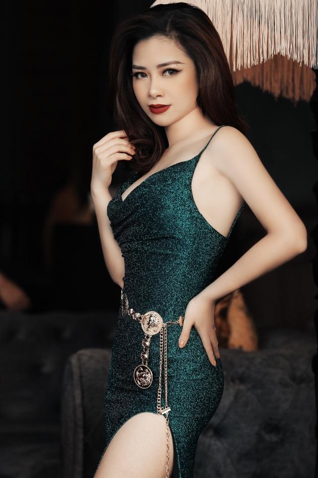 Dương Hoàng Yến diện váy sexy, khoe lưng trần gợi cảm - 5
