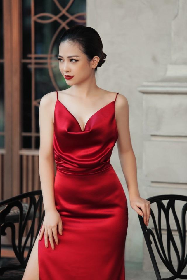Dương Hoàng Yến diện váy sexy, khoe lưng trần gợi cảm - 8