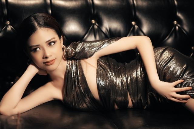 Dương Hoàng Yến diện váy sexy, khoe lưng trần gợi cảm - 10