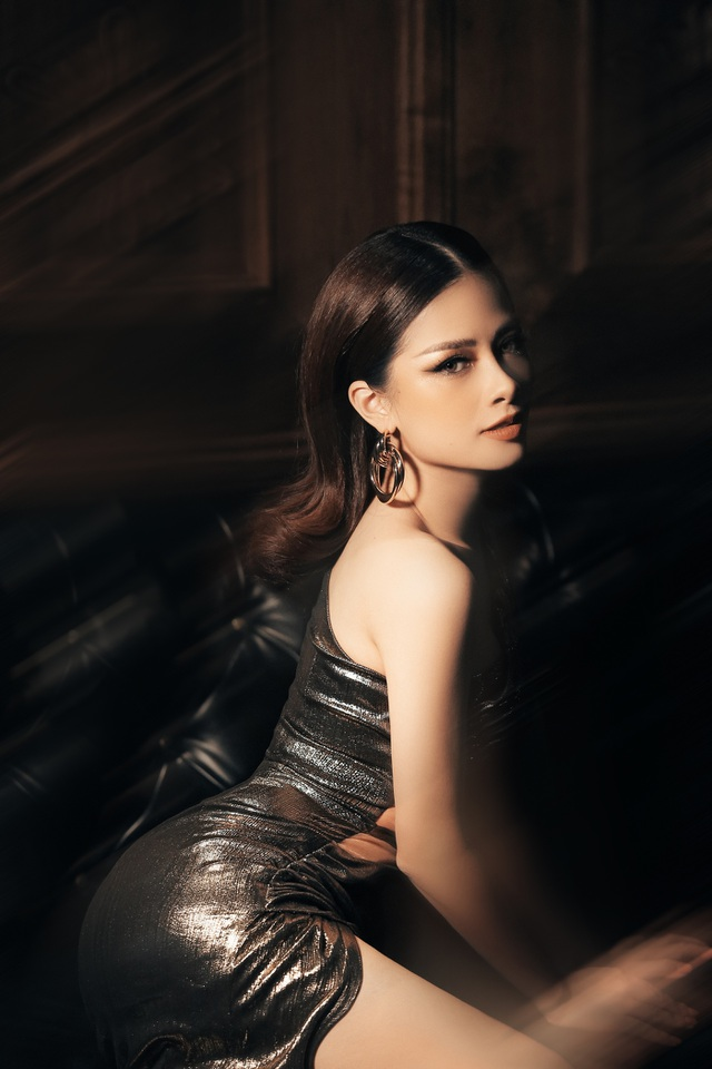 Dương Hoàng Yến diện váy sexy, khoe lưng trần gợi cảm - 9