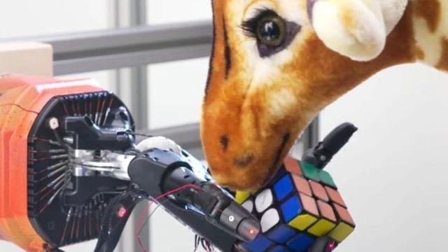 Bàn tay robot giải quyết khối Rubik chỉ trong khoảng 4 phút - 2