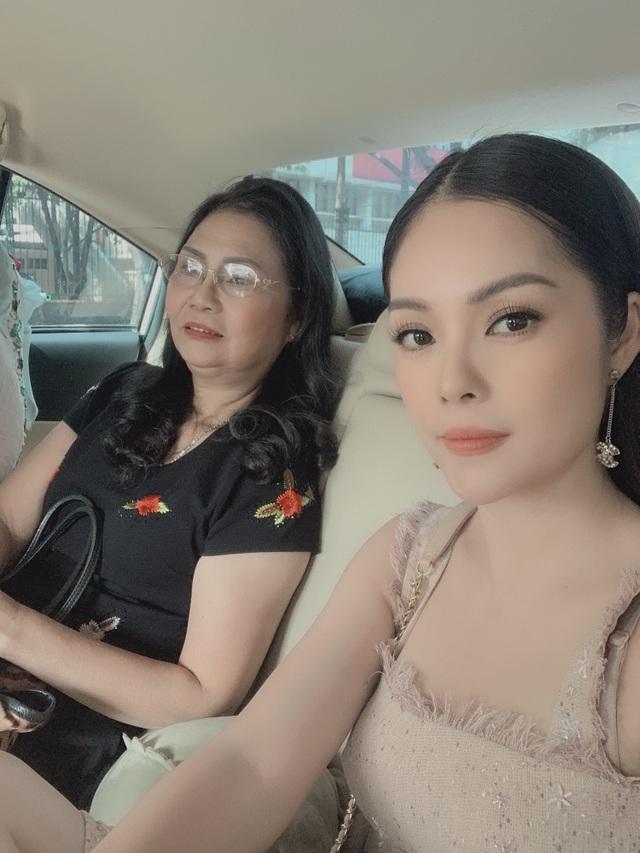 """Dương Cẩm Lynh: """"Giữa thời buổi vịn vào scandal để nổi tiếng, mẹ khuyên tôi cứ là mình"""" - 3"""