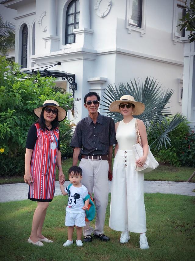 """Dương Cẩm Lynh: """"Giữa thời buổi vịn vào scandal để nổi tiếng, mẹ khuyên tôi cứ là mình"""" - 1"""