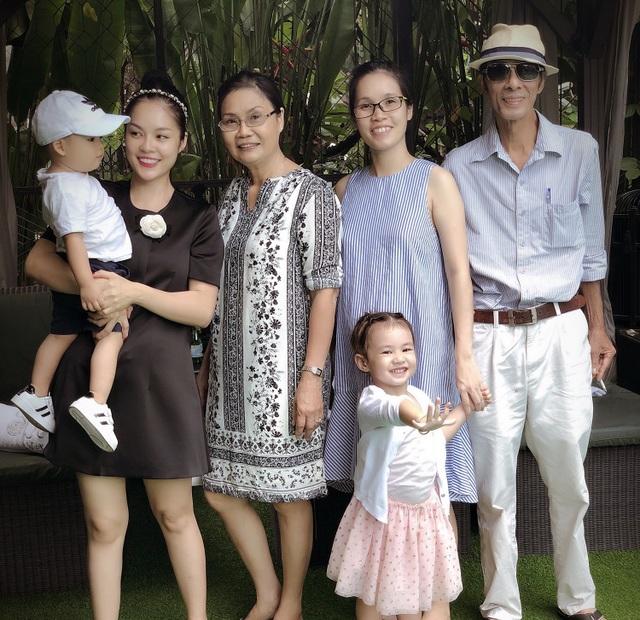 """Dương Cẩm Lynh: """"Giữa thời buổi vịn vào scandal để nổi tiếng, mẹ khuyên tôi cứ là mình"""" - 4"""