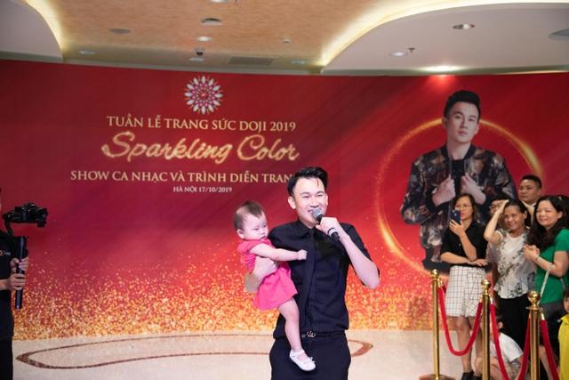 Hiếm khi hội ngộ fan Hà Nội, Dương Triệu Vũ  diễn hết mình tại DOJI Tower - 3