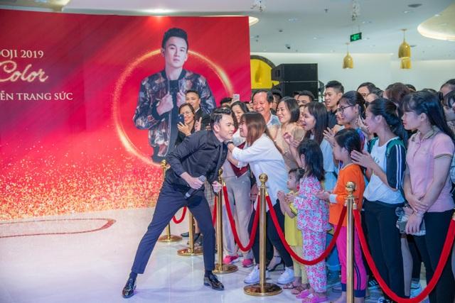 Hiếm khi hội ngộ fan Hà Nội, Dương Triệu Vũ  diễn hết mình tại DOJI Tower - 4