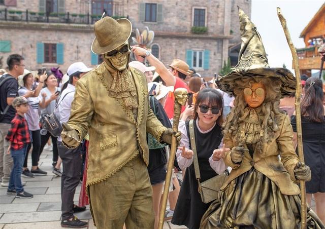 Lạc trong xứ sở lễ hội Bà Nà Hills mùa Halloween - 2