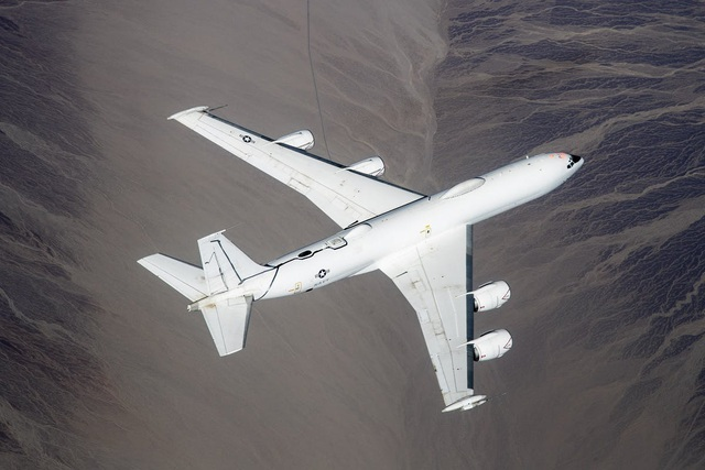 Máy bay Ngày tận thế của Mỹ đâm trúng chim, thiệt hại 2 triệu USD - 1